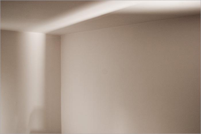 lumina iubeste colturile intunecate